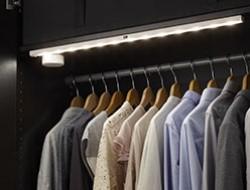 iluminación led integrada: cocinas, armarios y librerías