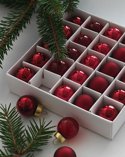 bolas y adornos navideños
